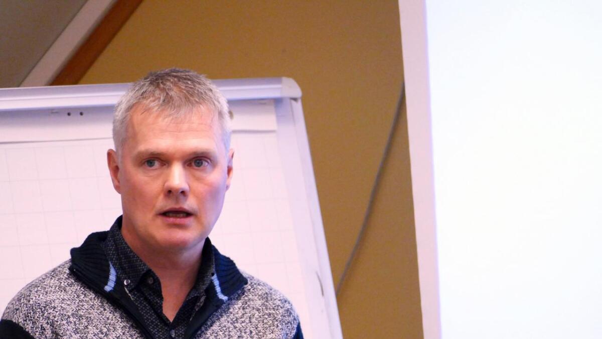Elevtalet ved Mo barne- og undomsskule går nedover, seier rektor Jahn Olav Nordheim.