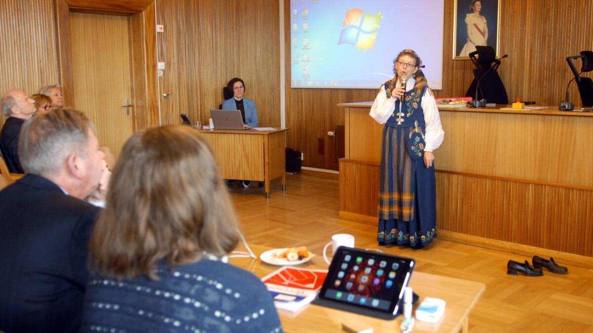 Vårin Sørmeland fortalte åpent og barbeint om sine opplevelser i barndommen. Nå er hun stolt over hjemkommunen for arbeidet som gjøres med forebygging av seksuelle overgrep.