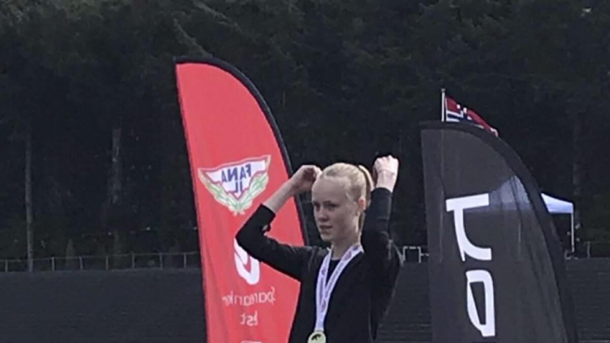 Sofie Skard etter å ha vunne 80 meter hekk på laurdag.