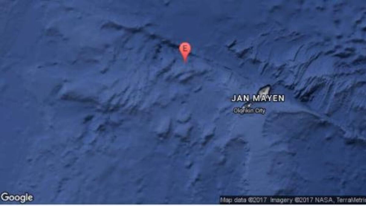 Skjelvet markert vest for øya vest i havet.