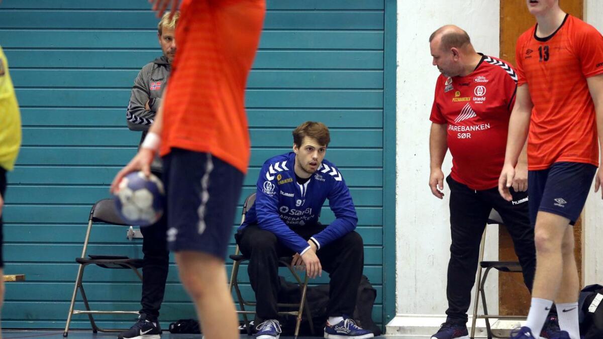 Urædd-keeper Eirik Gløsmyr Bjaaland fikk seg en real trøkk av stolpen, men kom tilbake i kampen de siste minuttene.