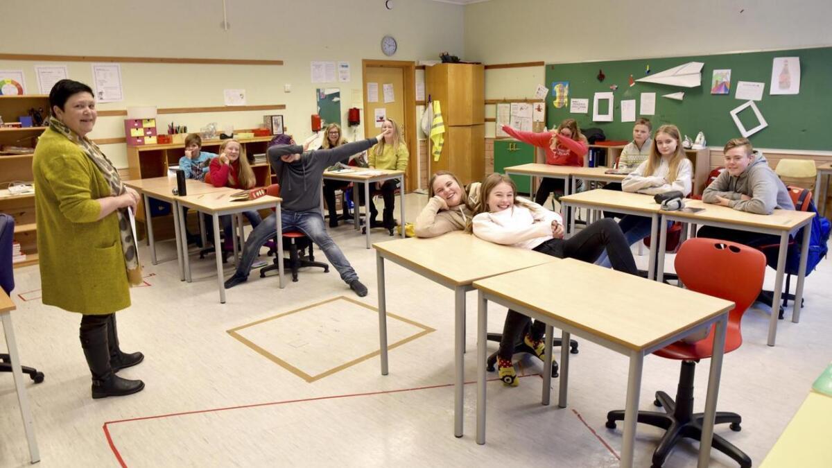Då redaktør Randi Olsen fortalde om at 7.klasse ved Våge skule hadde vunne Vis med avis-tevlinga, braut jubelen laus i klasserommet.