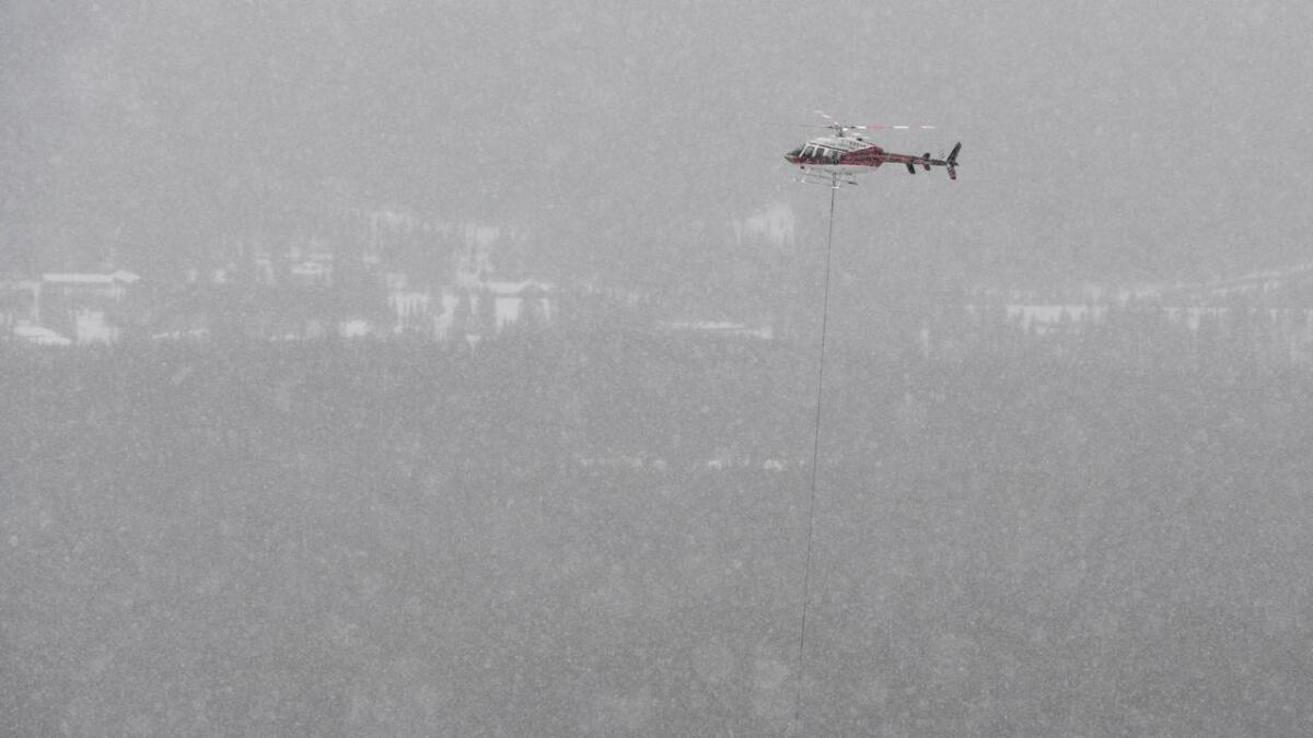 Lake Louise, Alberta, Canada. Maria Therese Tviberg blir løfta ut av løypa med skade.