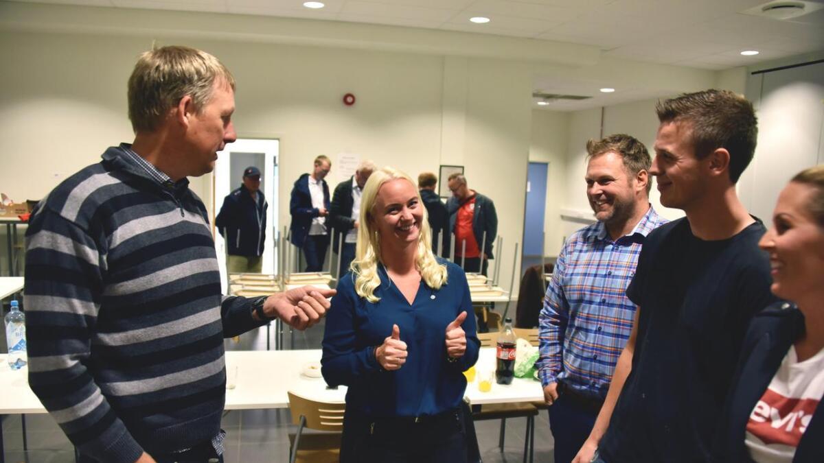 Senterpartiet har hatt innledende samtaler med Høyre og Ap tirsdag kveld.