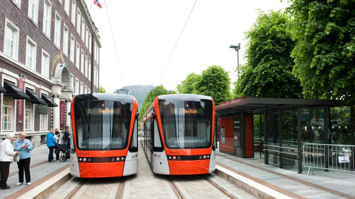 Bergen har fått sin bybane, det bør Grenland også klare, skriver artikkelforfatterne.