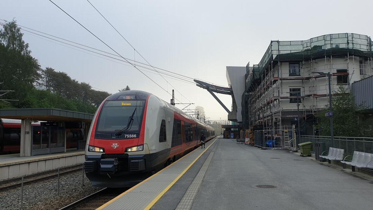 Vy og Bergensbanen er mellom dei som har vorte råka etter lynnedslag. Vakthavande ved Voss Engeri fortel om fleire nedslag lokalt.