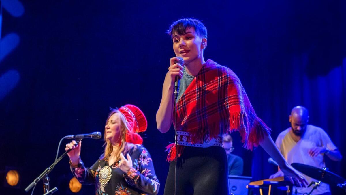 Ella Marie Hætta og ISÁK, her på scenen med Mari Boine, under Rockefeller-konserten i anledning samenes nasjonaldag 6. februar.