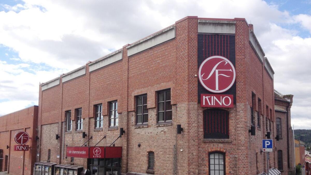 Det er ingen dramatikk i salget av kinobygget i Skien. SF Kino har nemlig ingen planer om å flytte på seg.