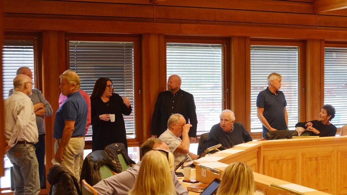 Etter ein grundig debatt gjekk det store fleirtalet i kommunestyret inn for å ikkje flytte vinmonopolet til Rauland.