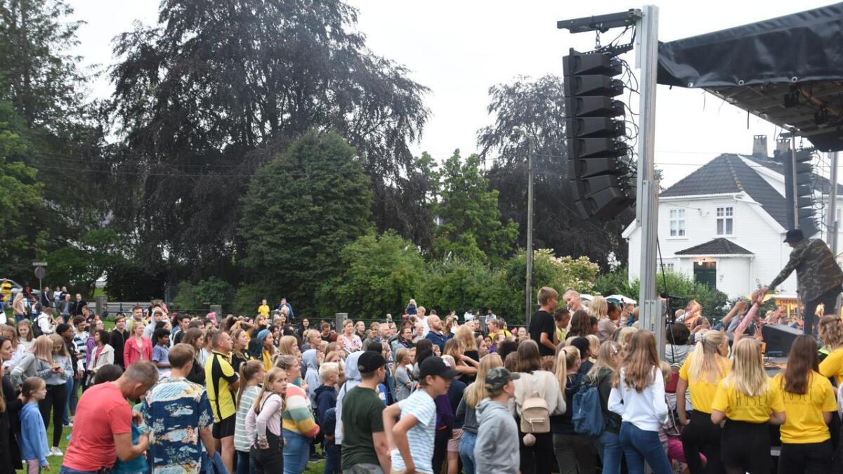 Mange hundre dukket opp da Huset arrangerte gratiskonsert.