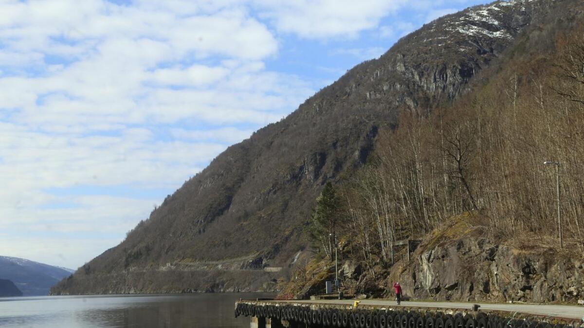 Fjordloftet er planlagt på det næraste neset, med luftig utsikt både innover land og ut fjorden.