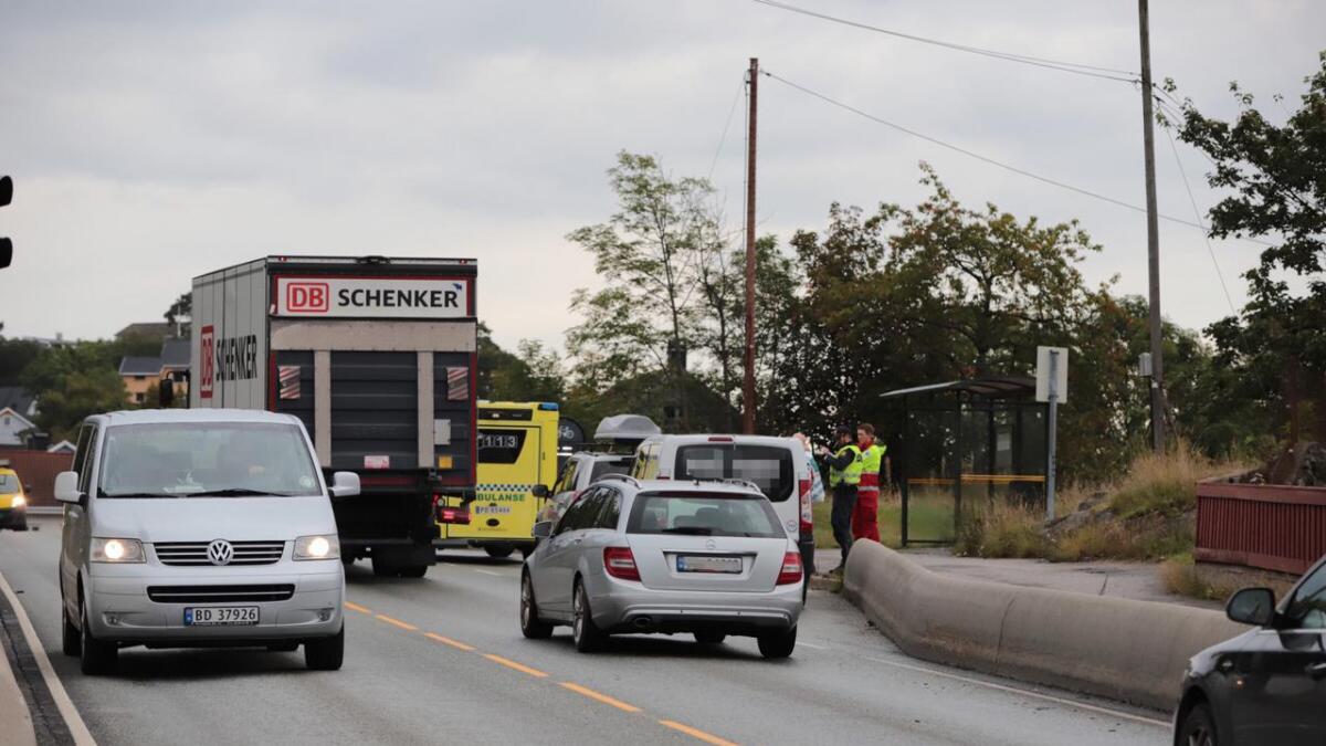 To biler var involvert i et trafikkuhell ved Strømmenbroa i Arendal onsdag morgen.