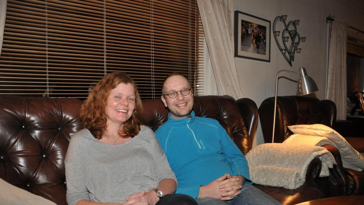 Karin (36) og Bjørn Inge (37). Theodor på tre år, synes ikke det var stas å bli fotografert.