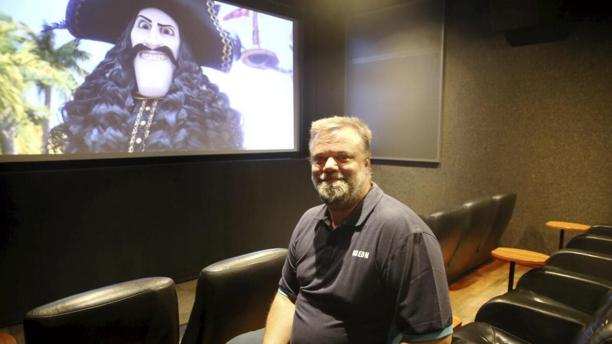 Kinosjef Espen Gundersen ved Odeon i Skien mener det er viktig å skape meropplevelser for publikum, som en egen luksussal. Alle