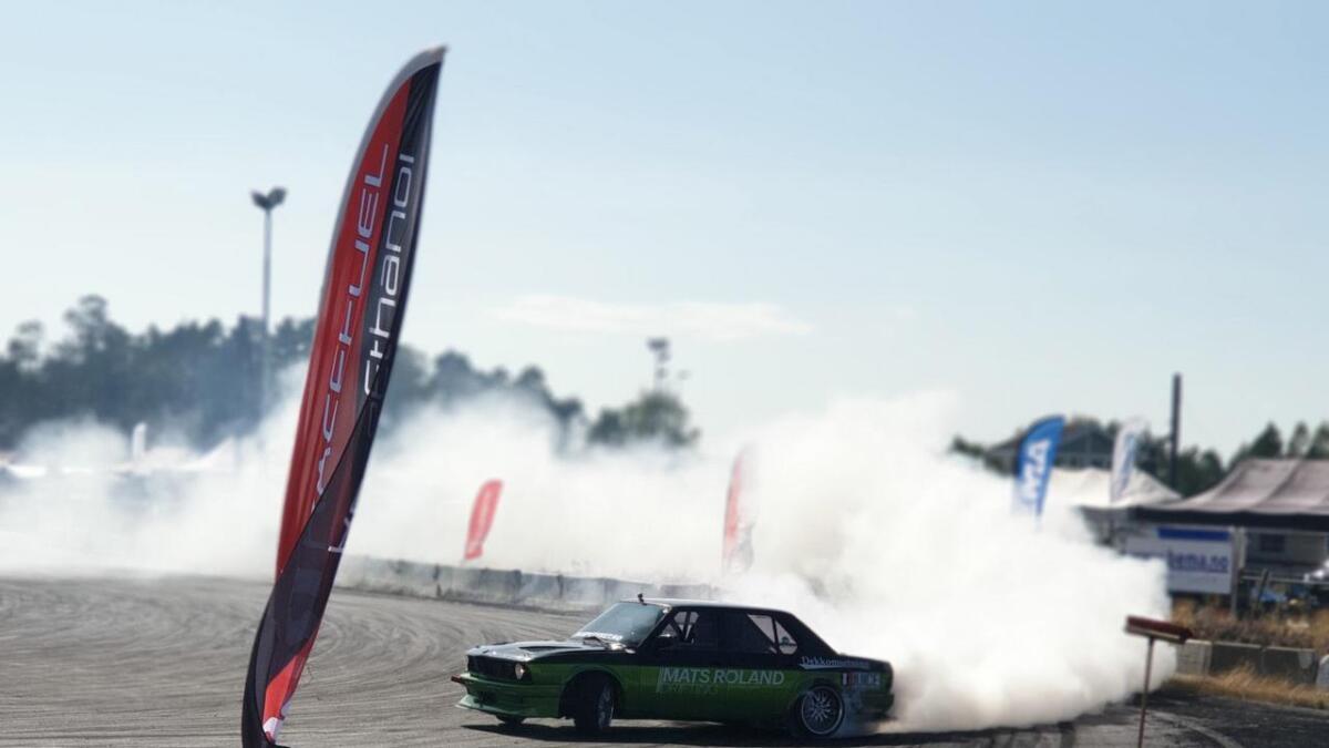 Hægedølen Mats Roland kjørte sin aller første konkurranse i drifting forrige helg. Det endte med en overraskende og sterk andreplass.