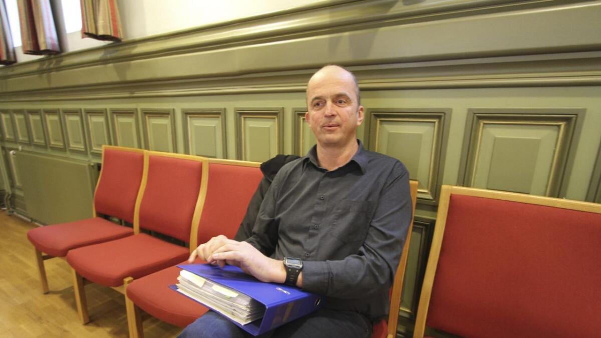 Ole Bjørn Hoppestad er opprørt over at boligene stoppes.