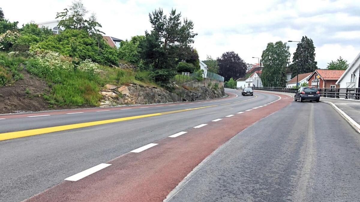 Nye fylkesvei 235 i Lillesand venter på trafikk.