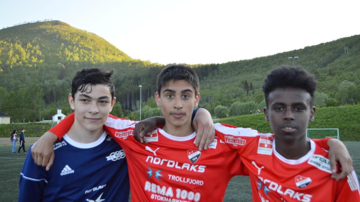 Adam Dosjkhoklojev, Oliver Granbom Andersen og Hamsa Abdi er vel forlikt etter G16-oppgjøret.