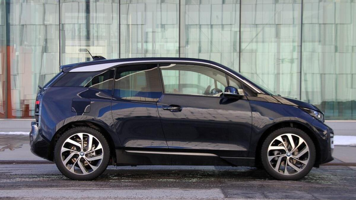 BMW i3 er rett over fire meter lang, passer best i by og omegn.