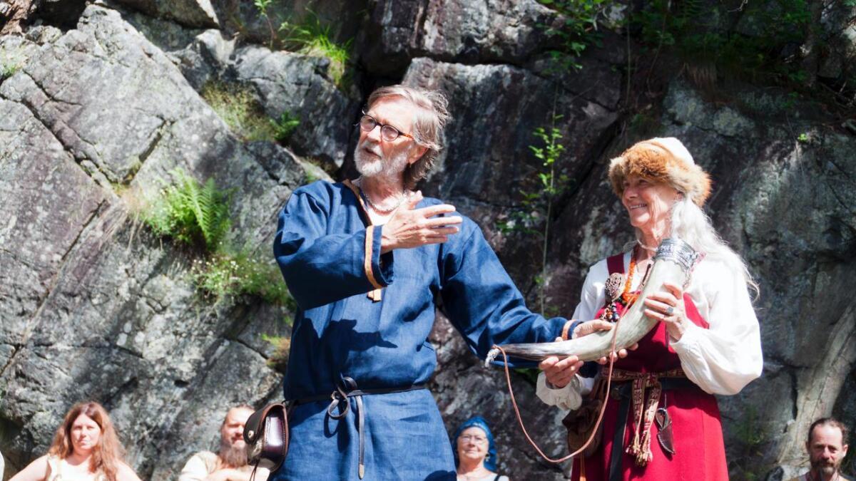 Gorm Helge Grønli Rudschinat og Eli Solgaard ble hyllet for deres arbeid med Bronseplassen under kulturkvelden i Lillesand. (arkivfoto)