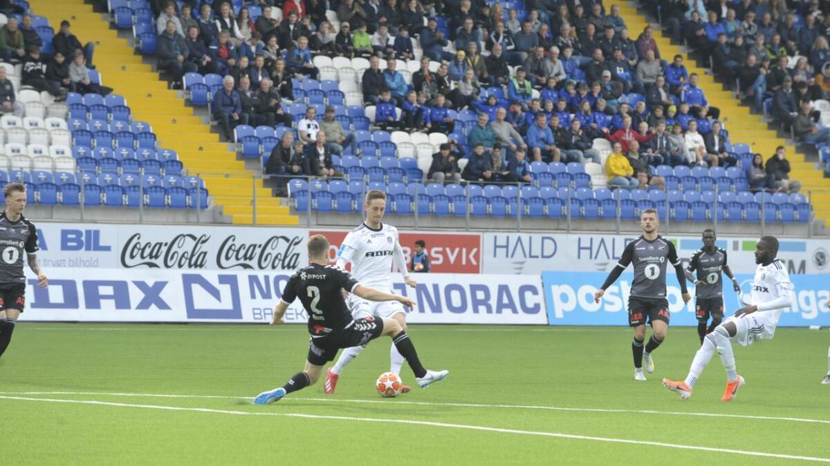 Bruhn Christensen med ballen under cupkampen mot Odd.