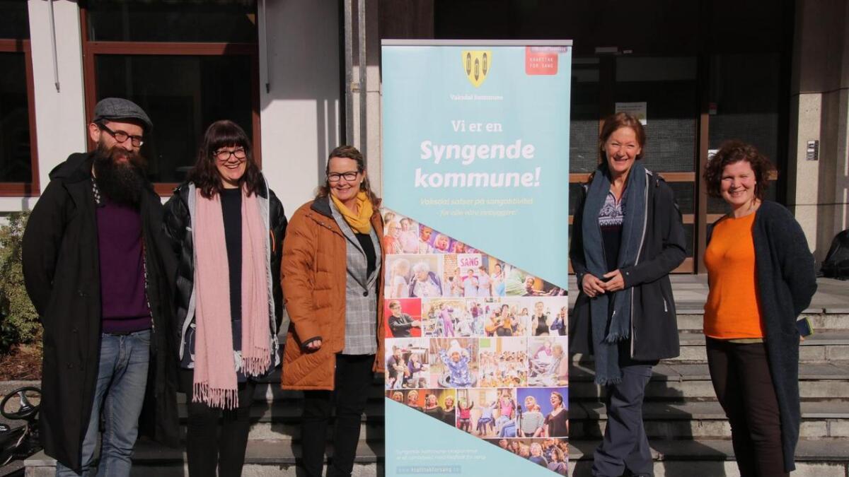 (Frå venstre) Sindre Sortland, Hege Eide Vik, Monica Skjerveggen og Nina Heimdal. Signe Sannem Lund er på besøk frå Kraftak for song.