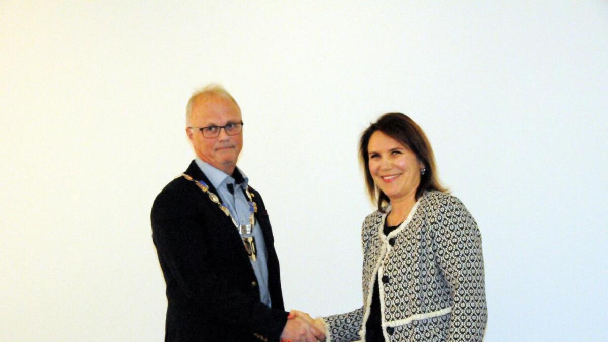 John Danielsen tar over som ordfører i Øksnes, og Karianne Bråthen takker for seg som ordfører.