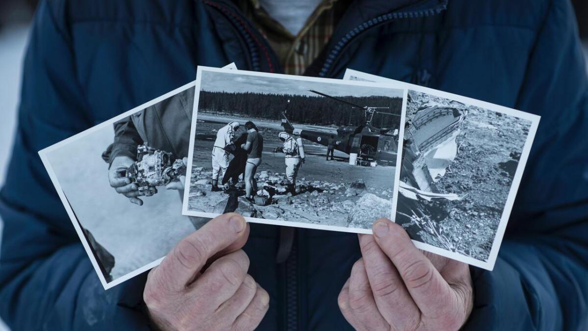 Ottar Sletten syner bilete frå arbeidet med havariet.