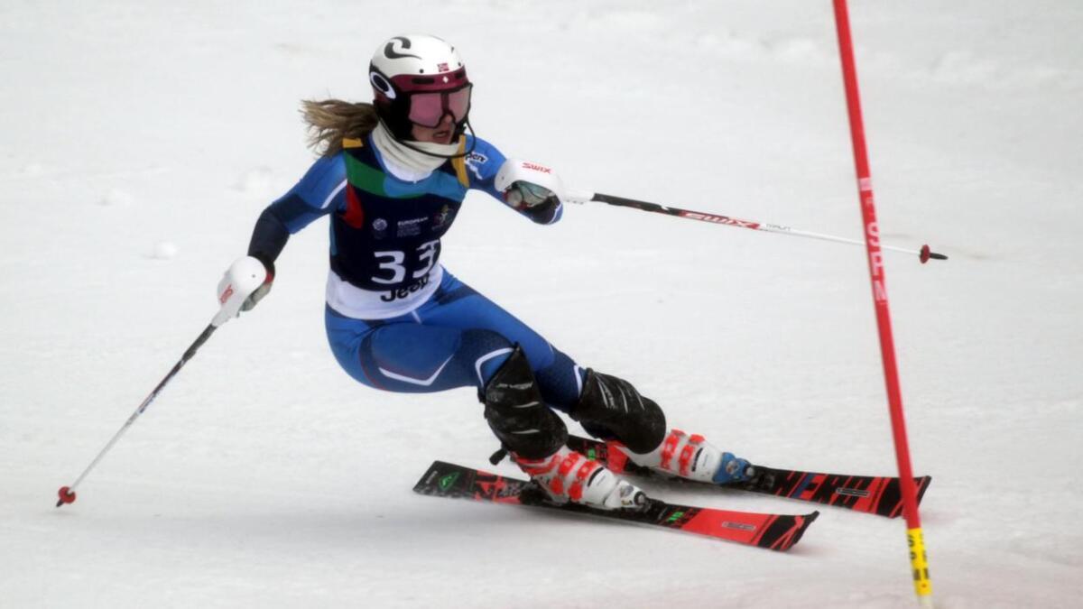Anna Bryn Mørkeset køyrer her slalåm i Sarajevo, Bosnia-Hercegovina der det 14. europeiske ungdoms-OL går.