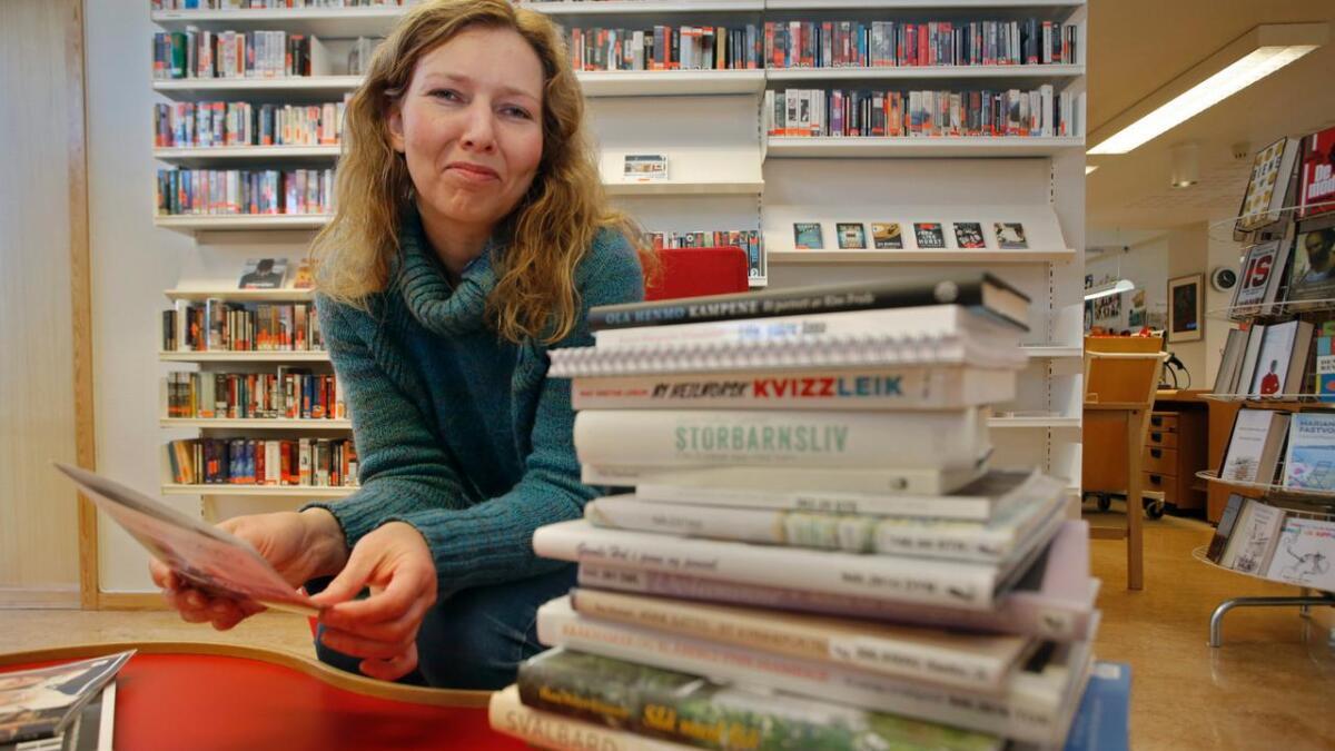 Biblioteksjef Anne S. Kaslegard fotografert framfor bokmessa 2015.