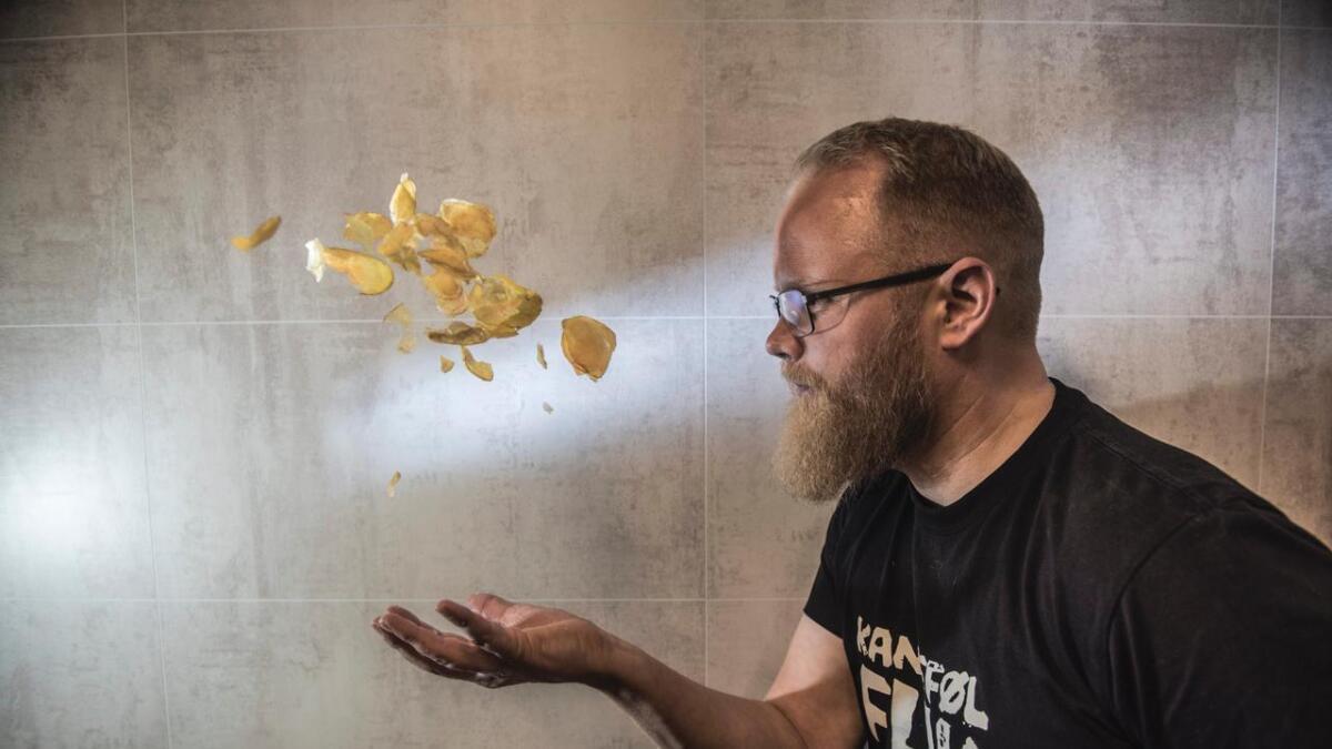I tre år har Anders Coucheron Medhus arbeidd med å utvikle sitt eige potetgull, Kantefølflak. No er produktet klart for butikkhyllene.