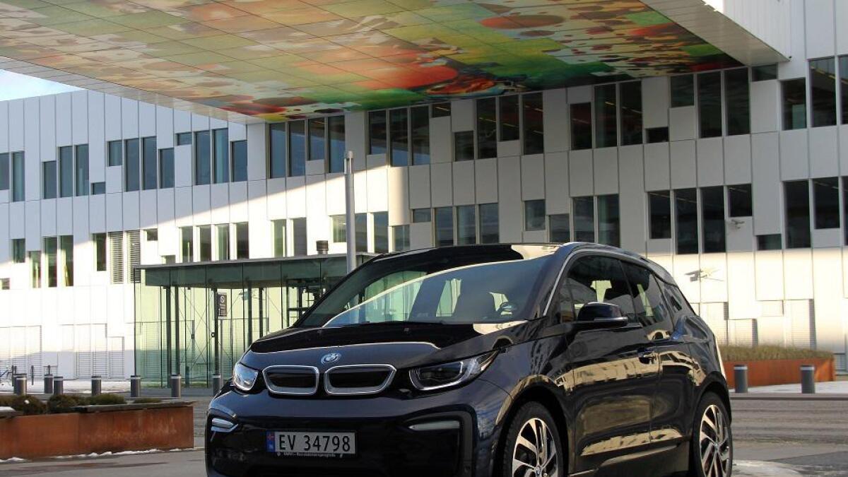 Siden introduksjonen i 2013 har BMW levert nær 19.000 i3 i Norge. Den oppgraderte batteripakken gjør at den holder seg relevant.