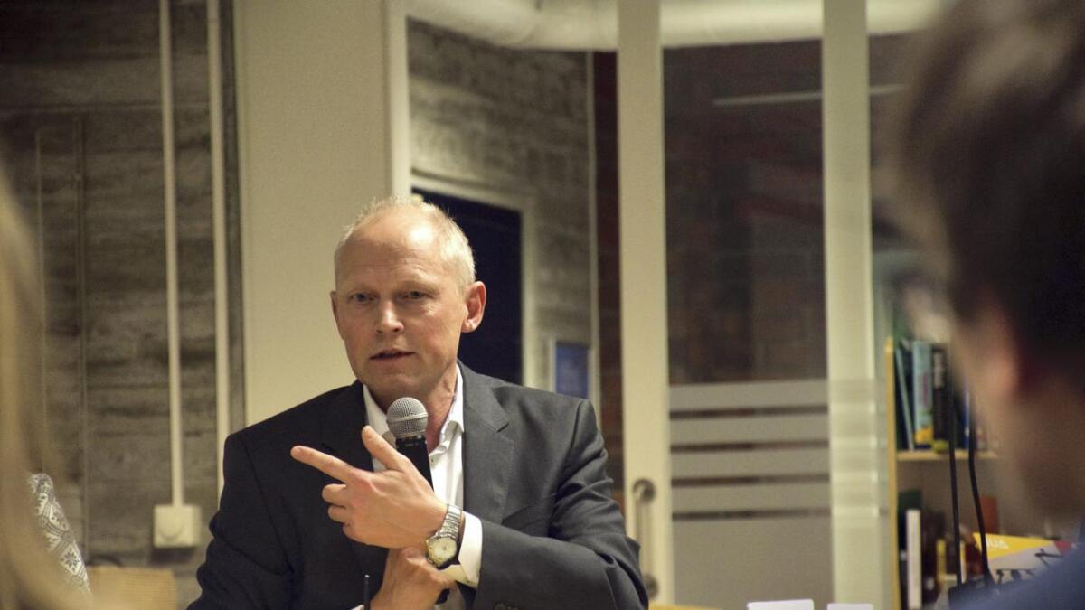 Nytt landstraumanlegg, elbilar og fleire videomøte er blant tiltaka som skal gjera Kværner på Stord meir miljøvennlege, fortel verftsdirektør Steinar Røgenes.