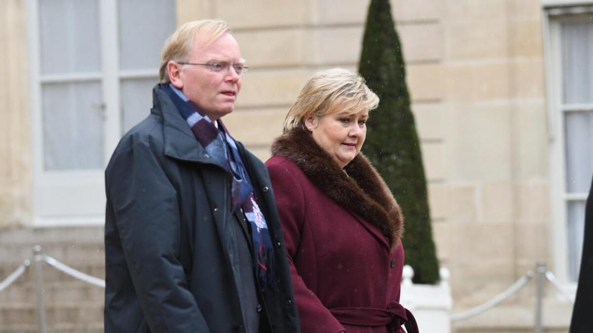 Statsminister Erna Solberg og hennes ektemann Sindre Finnes utenfor Élyséepalasset i Paris før minnemarkeringen 11. november i fjor på hundreårsdagen for våpenhvilen som satte sluttstrek for første verdenskrig.