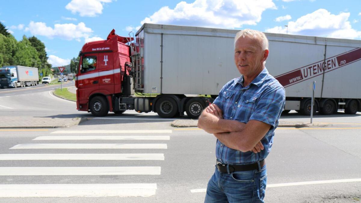 Einar Barosen har vært en av kommunens mest profilerte ansatte. Her er han fotografert i forbindelse med et nytt trafikksystem som skal erstatte «Idiotsvingen» på Eidanger. FOTO. PER ARNE RENNESTRAUM