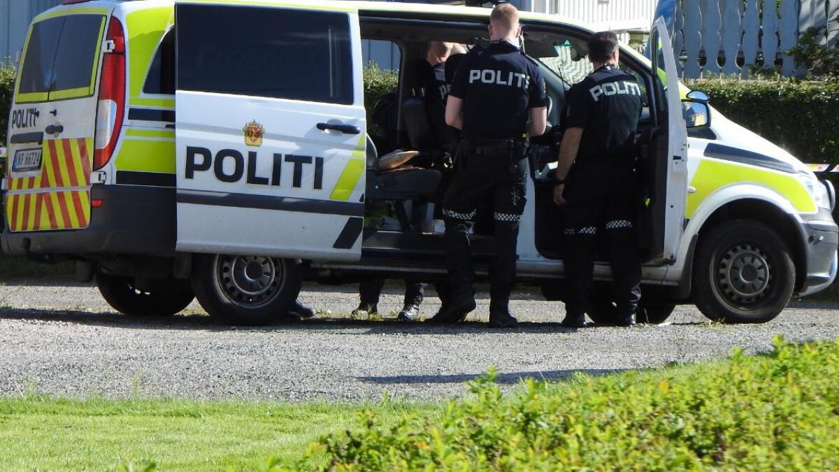 Politiet rykket ut til en bolig i Skien hvor en mann hadde blitt bundet fast av innbruddstyver søndag ettermiddag.