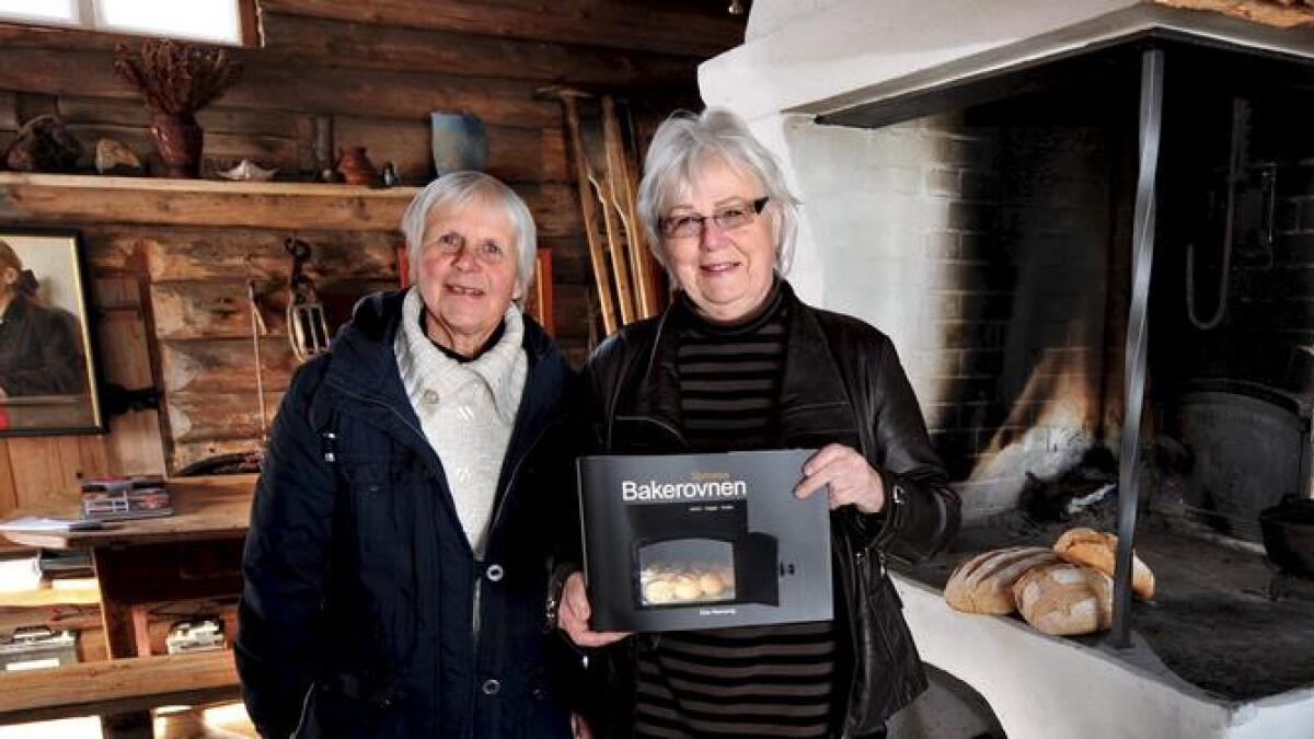 Her ser vi Else Rønnevig (til høyre) sammen med Eva Bjorvatn, som Rønnevig har brukt som en av kildene i boka «Bakerovnen». Arkivbilde