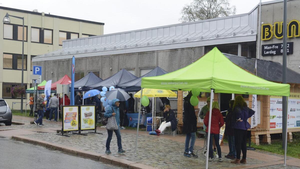 Det er mulig å avlegge de forskjellige partiene et besøk i Årnes sentrum