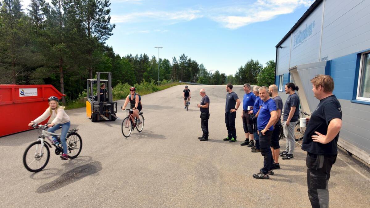 Trucker, firmabiler, lastebiler, syklister og skolebarn kjemper alle om plassen på Svåbekk industriområde. Det oppstår ofte trafikkfarlige situasjoner.