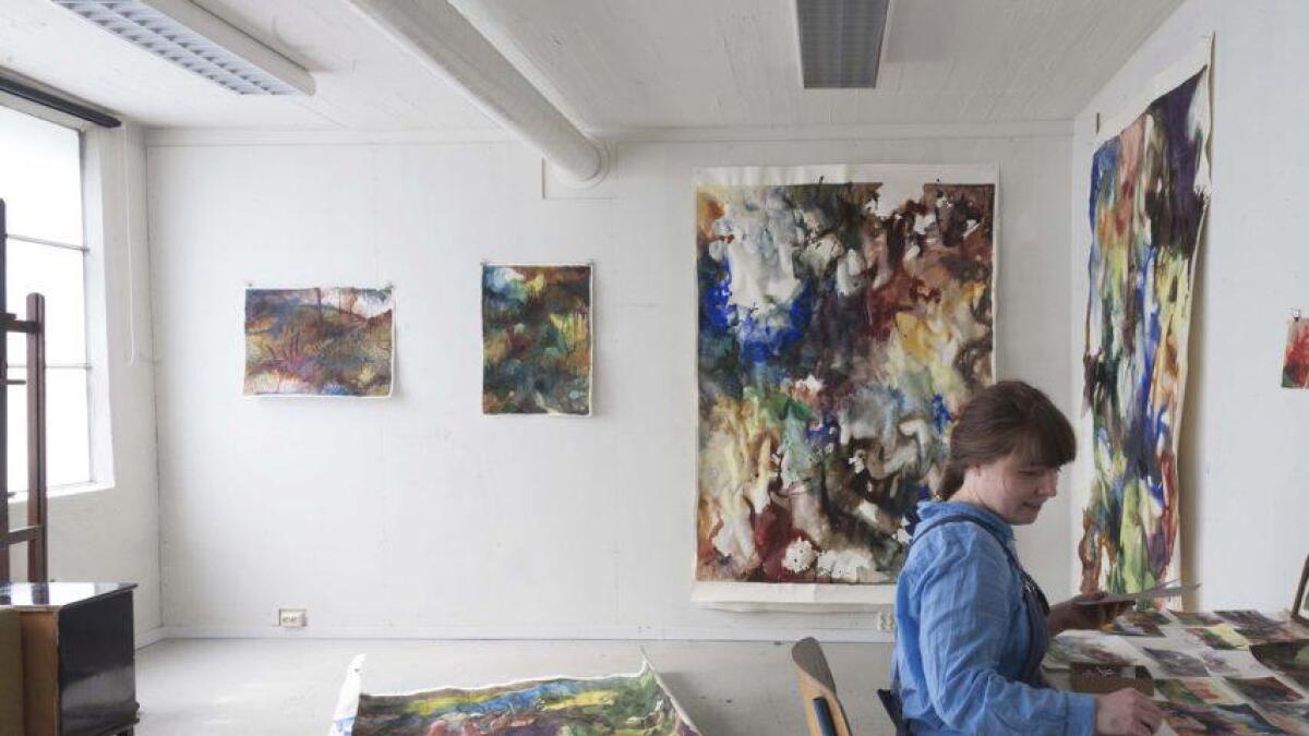 Aurora Solberg er ei av tre utstillarar på haustutstillinga. PRESSEFOTO