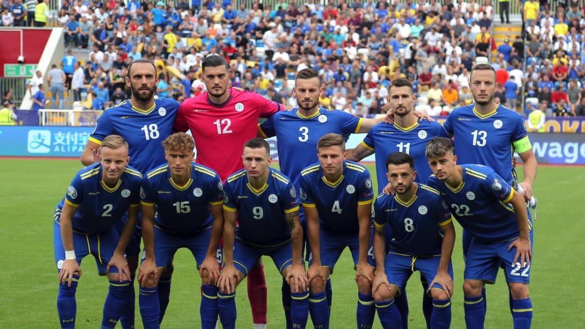 Kosovos lag, med Elba Rashani i bakre rekke. Laget vant igjen, og møter England tirsdag.