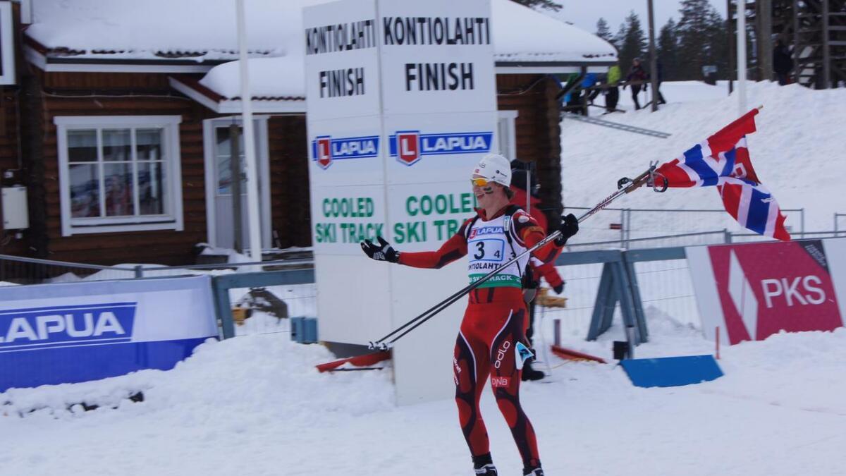 Vetle Sjåstad Christiansen gjekk over mål som ankermann for juniorlaget som tok gull i 2012. Også då var Johannes Thingnes Bø ein av lagkameratane.