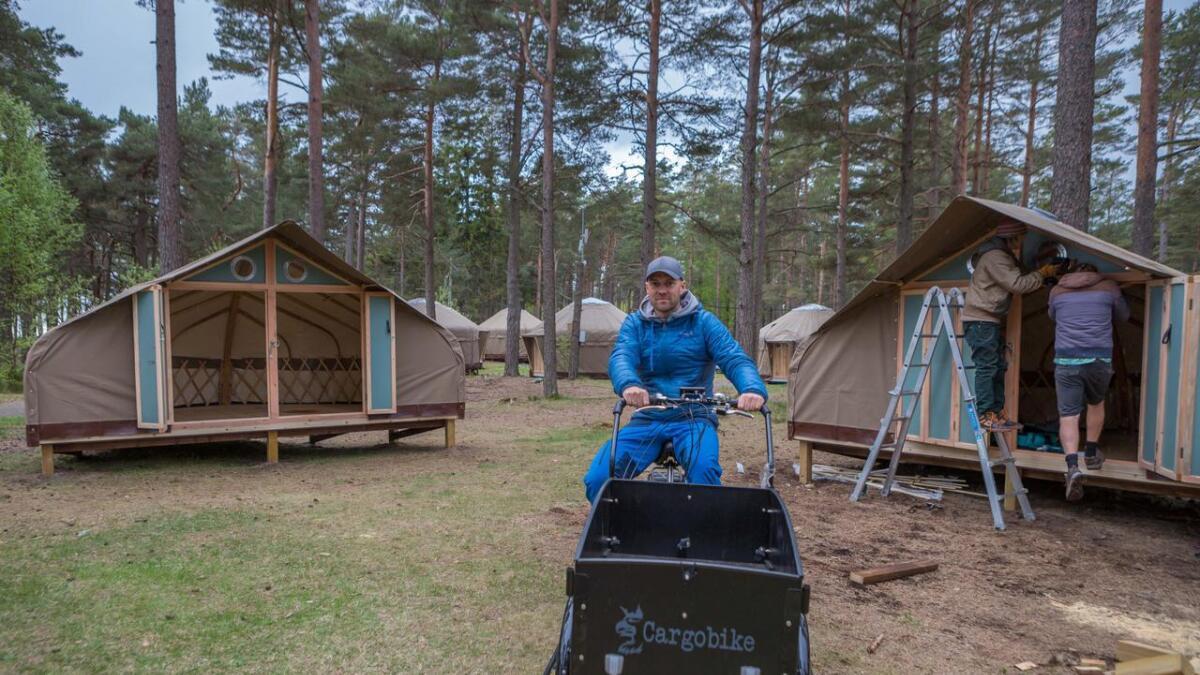 Styreleder i Canvas Hove AS. Vebjørn Haugerud, gleder seg over at mange er positive til planene om camping og fritidsaktiviteter på Hoveodden. Han tror at enda flere blir overbevist i løpet av sommeren.