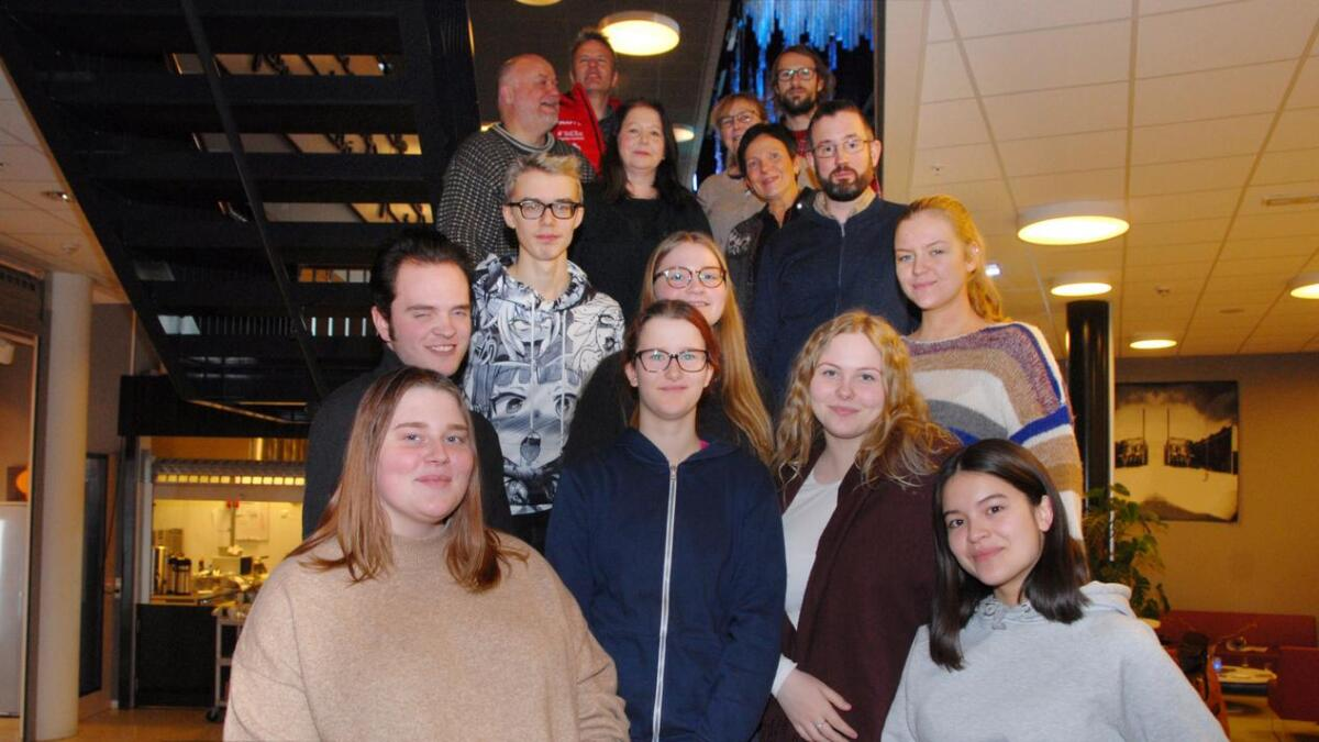 Svein Spjelkavik, Margrethe Berntsen, Rita Sundberg, Leif Egil Barth, Mona Dahl, Øystein Bjørstad Lindbeck og Bård Meløe.