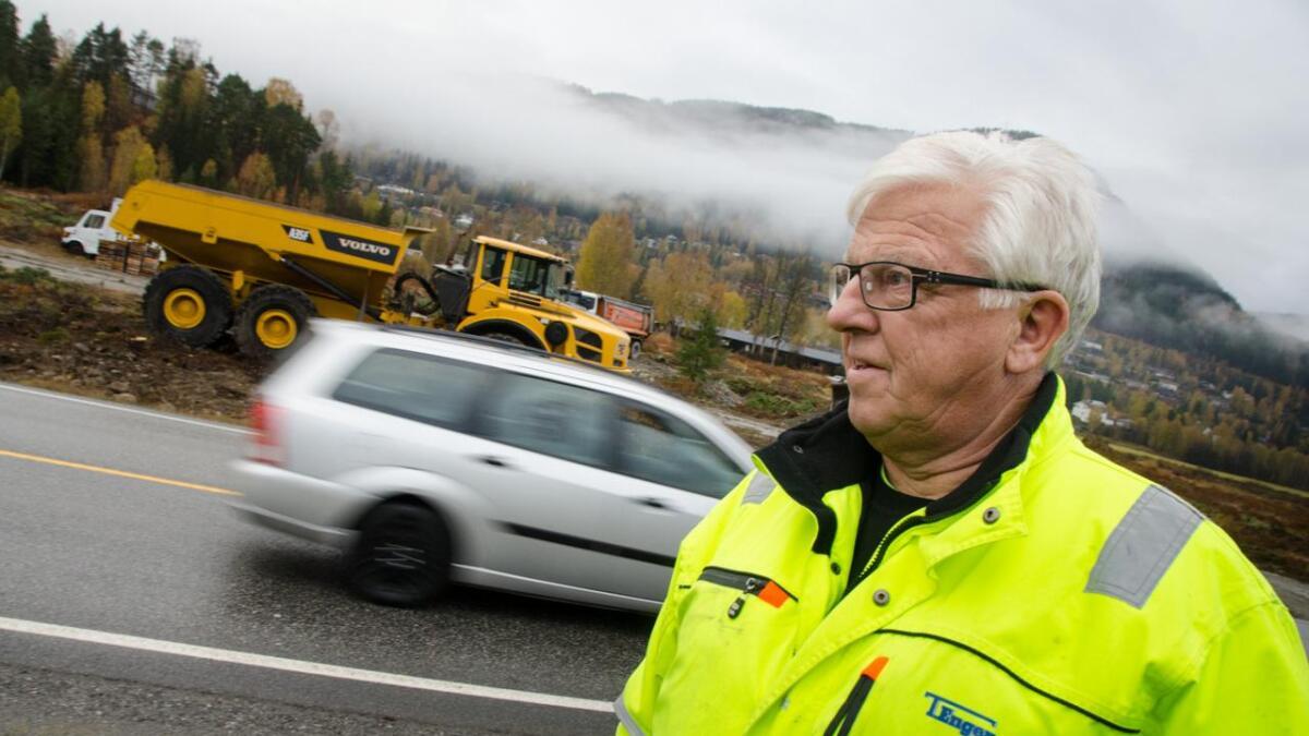 Entreprenør Torbjørn Engene frå Gol mistar ein mangeårig storjobb i Brønnøysund fordi oppdragsgivaren skal gå over til å bruke sjåførlause anleggsbilar.