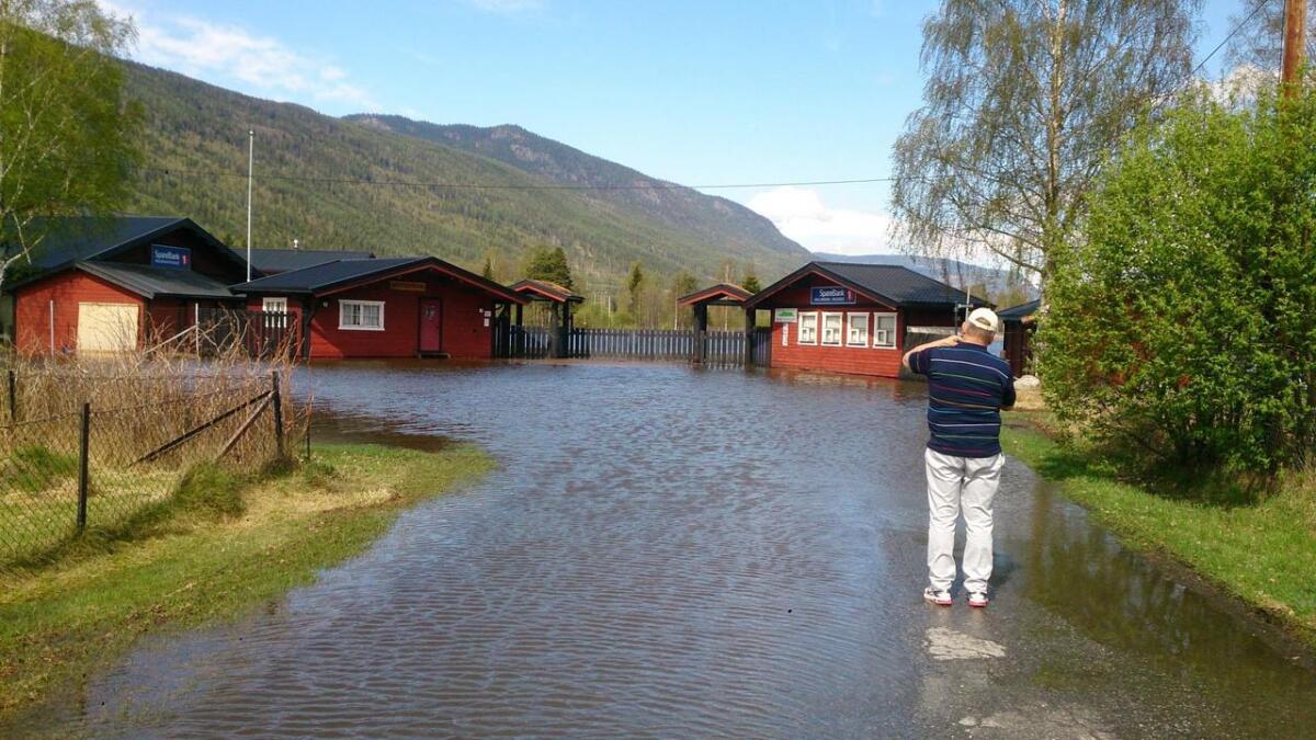 Fleire var framme for å dokumentere at marknadsplassen på Nes låg under vatn.
