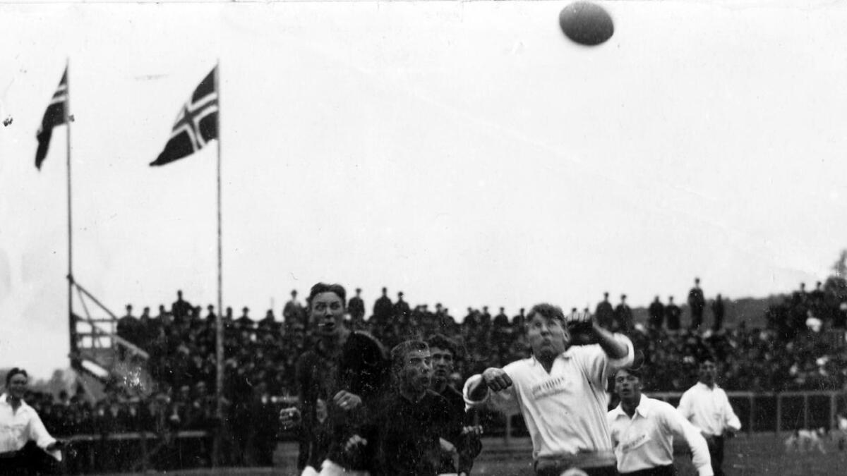 Odd tok sin sjette NM-titttel da de slo Kvik i Sarpsborg 1915. Odd vant 2-1 etter scoringer av Nils Thorstensen og Einar Gundersen.