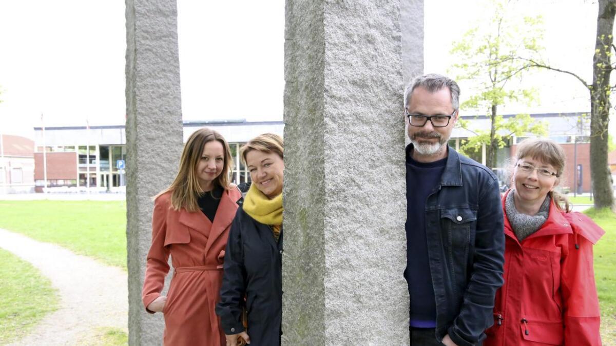 Litteraturfestivalen for barn og unge, Appelsinia, ønsker å skape mer festivalstemning, (f.v.) Marte Lie Kverme, Helle Riis, Stian Johansen og Eli Haugland.