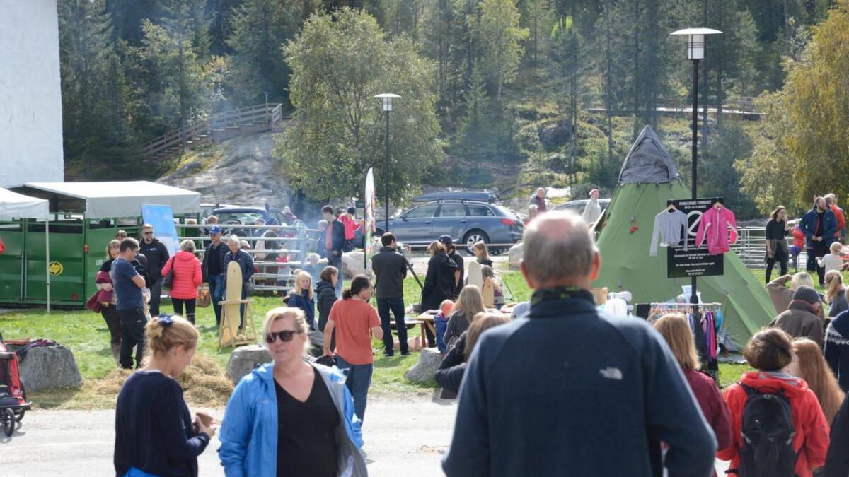 Mange hadde teke turen til haustmarknaden i Hemsedal.