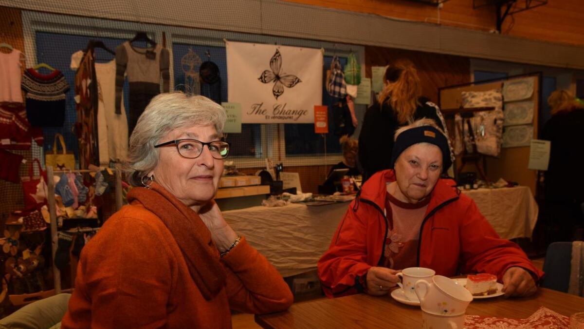 May Moen og Hilma Halvorsen tar alltid turen når det er salgsmesse på Åse.